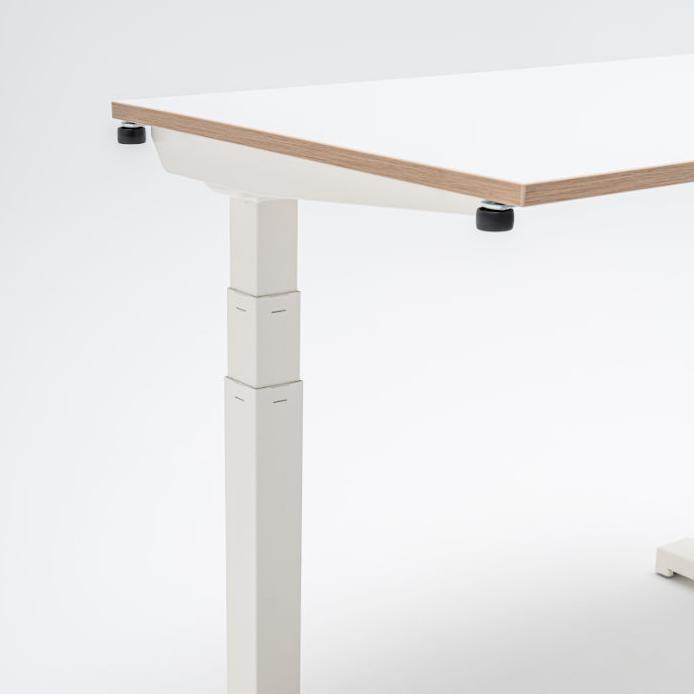 biurko z elektrycznie regulowaną wysokością do pracy z domu